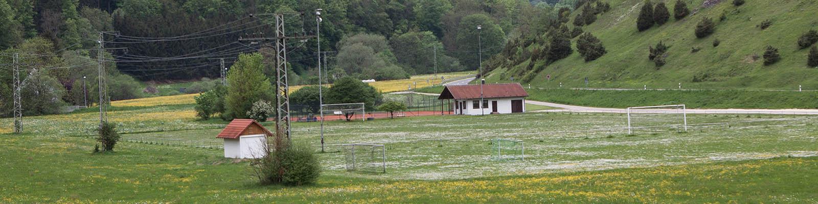 Sportplatz in idyllischer Lage